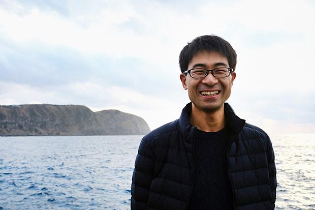 2018年3月に移住し、〈Full Earth〉代表として神津島の自然ガイドを務める古谷亘さん。