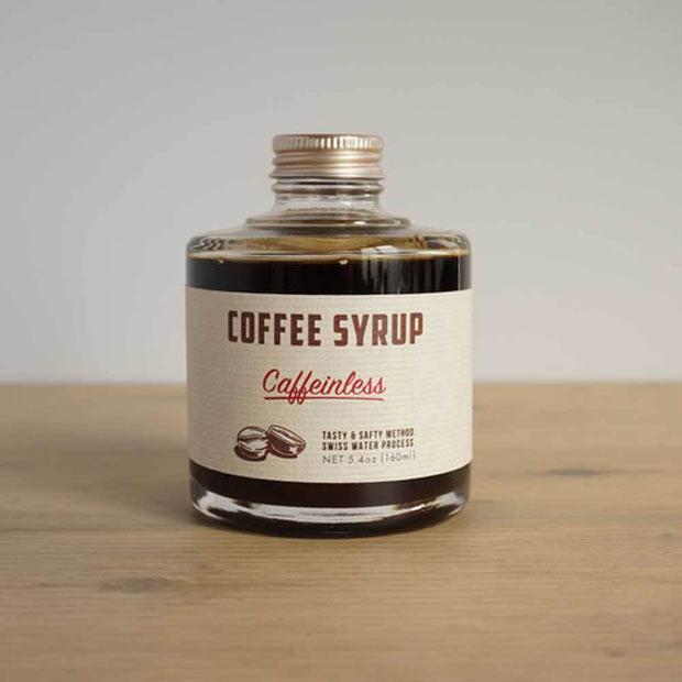 〈COFFEE SYRUP〉caffein less 1,512円。ホット・アイス兼用。その他、ヘーゼルナッツ、チャイスパイス(どちらも1,620円)などのフレーバーあり。