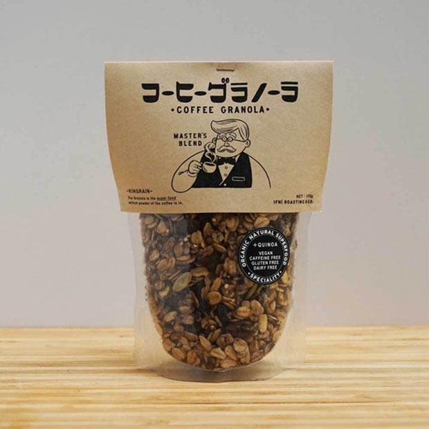 〈COFFEE GRANOLA〉1,350円。オリジナルブレンドの有機コーヒー豆がパウダー状で入ったグラノーラ。お皿に残ったミルクはカフェオレとしておいしく飲める。