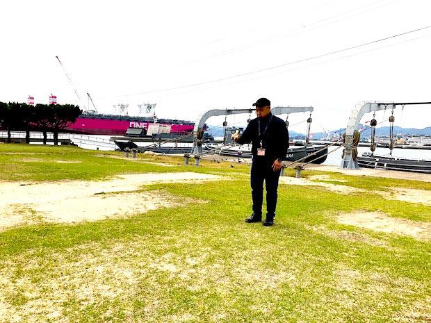 普段からけん玉を持ち歩き、けん玉の魅力を広める主催の金子健太郎さん。