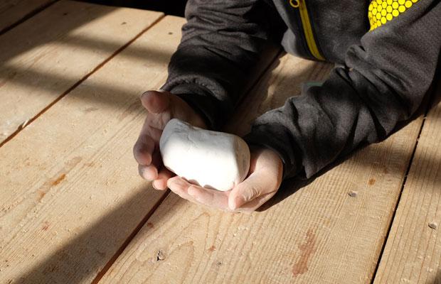 息子が彫った石。
