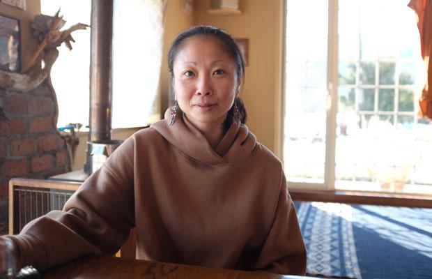 山岸槙さん。料理のほか編み物も得意。