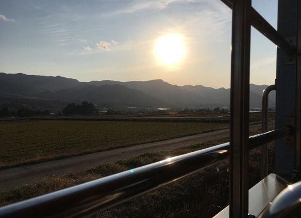 トロッコ列車の車窓から。