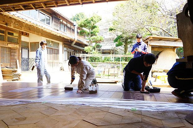 学生合宿で納屋のリノベーション。