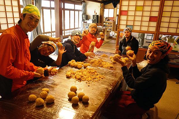 大豆を蒸して、1年分の味噌づくり。