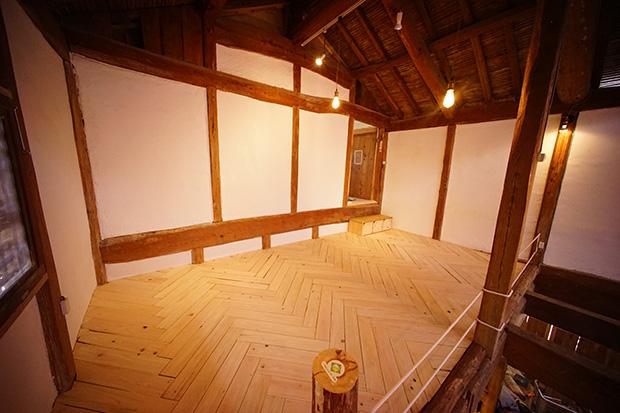 納屋の2階の床が完成!