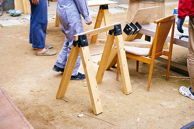 クリップ部分に木材を挟んで、バランスのチェック中。