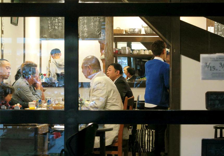 下田のまちを灯し続ける 食堂〈Table TOMATO〉と イベント「風待ちテーブル」のこと