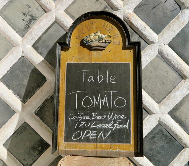 〈Table TOMATO〉の看板