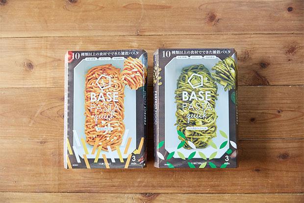 一部コンビニで発売されている即席カップパスタ〈BASE PASTA quick〉。 (※2019年4月22日までの販売)