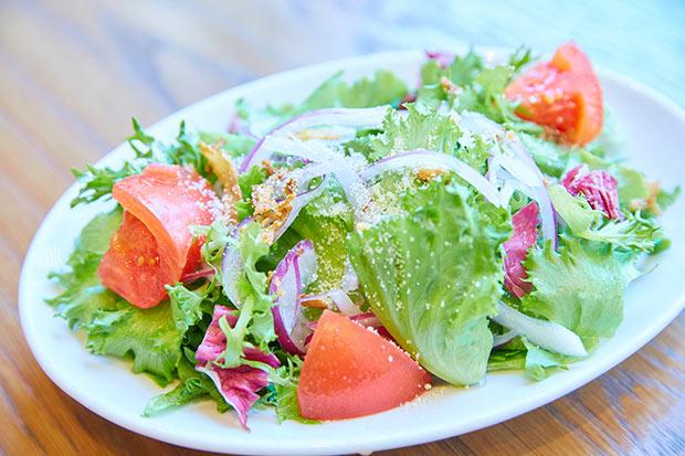MIRAIの野菜が使われた〈コメ・スタ三井ガーデンホテル柏の葉〉のサラダ。