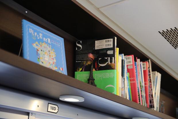瀬戸内関連の本以外に、フランスに関わる本も置いてある。