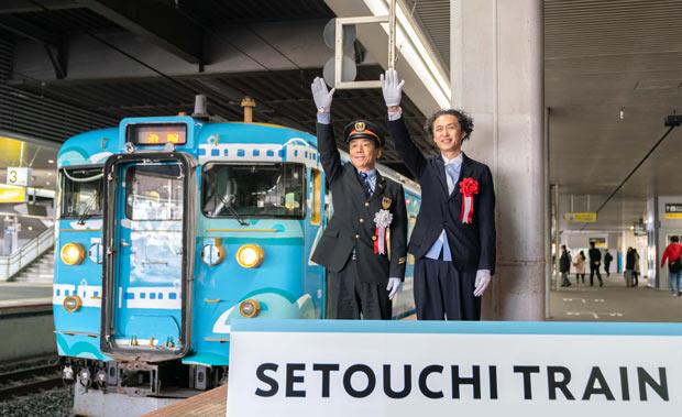 ▲3月13日から運行スタート。テキスタイルデザイナーの鈴木マサルさん(右)。写真提供:JR西日本