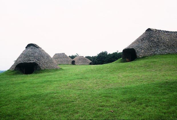 ▲〈樺山遺跡〉は、縄文時代前期末から後期にかけての集落跡。