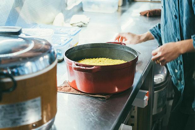 世界三大炊き込みご飯のひとつ、南インド料理ビリヤニも〈三条スパイス研究所〉の人気メニュー。