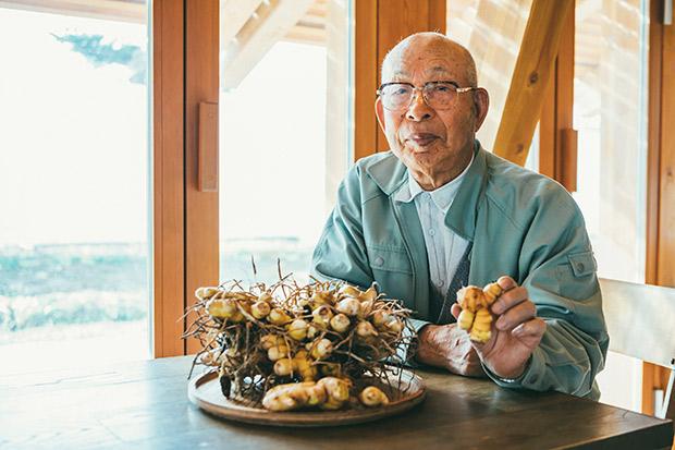 平成元年(1989年)からウコンの栽培をしている山崎さん。山崎さんのウコンを求めて、東京からも買いに来る人がいるという。