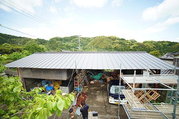 すっかり屋根の準備ができたら、さっそく太陽光パネルを設置していきます。