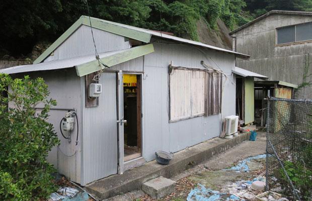 20平米ほどの小さな小屋。