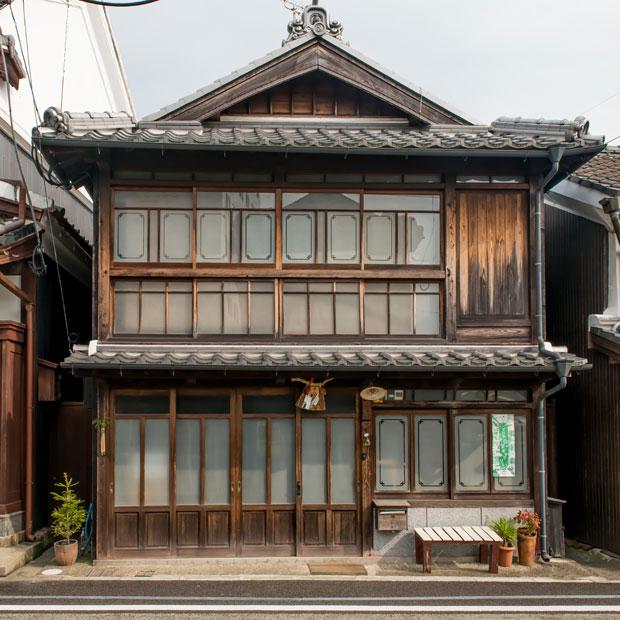 管理委託方式によって修理された、かつては危険家屋だった町家。