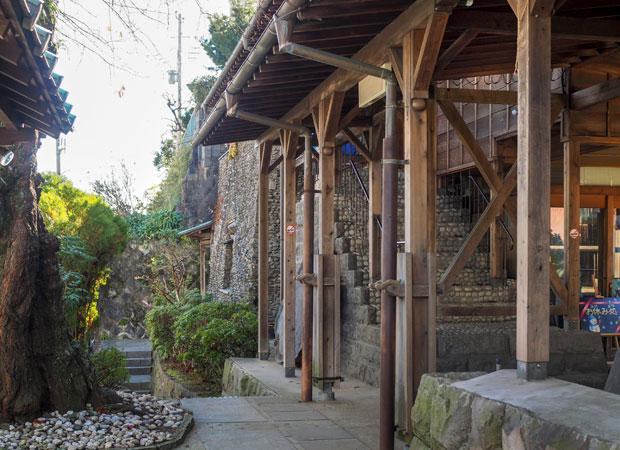 コミュニティ真鶴では、真鶴特産の石「小松石」を大量に使っている。