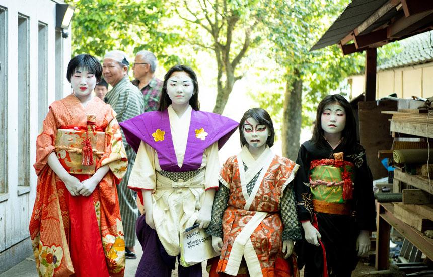 昔話のような光景をつないでいく。小豆島「肥土山農村歌舞伎」