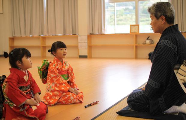 6年前、当時5歳だったいろは(娘)。ひとつ年下の子と一緒に歌舞伎の演目の間に舞をしました。