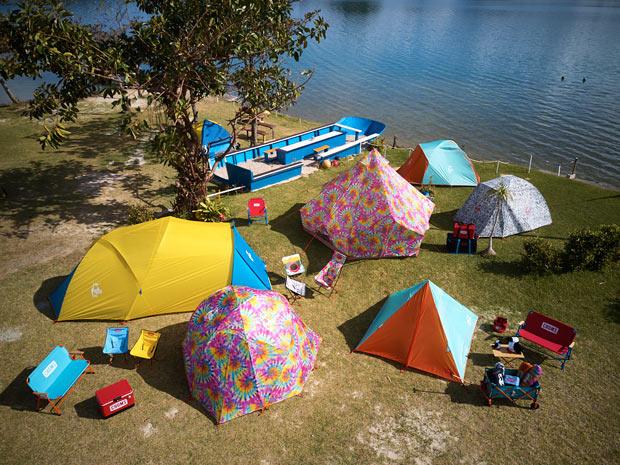 色鮮やかな〈CHUMS〉のテント
