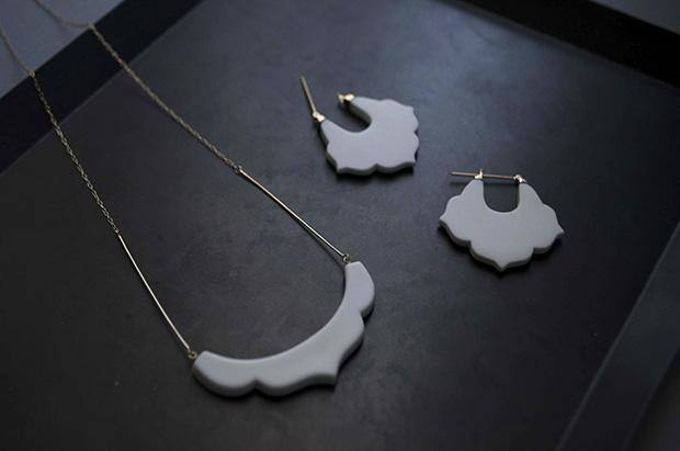 「桔梗/Kikyou」ピアスとネックレス(磁器、10K)