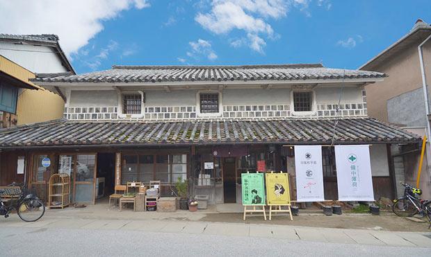 旧堀和平邸。ここを拠点に〈総社商店街筋の古民家を活用する会〉は、〈つながるカフェ 線〉など地域の人と古民家を生かしたまちづくりを行う。