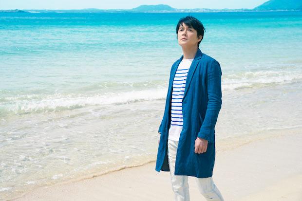 五島列島の香珠子(こうじゅし)海水浴場。白砂の海岸と、透き通るような青が綺麗な海。