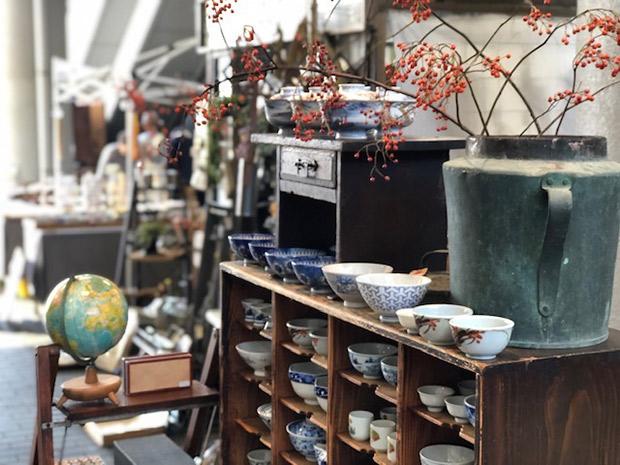 奈良から出店の〈グリーンベアーズカンパニー〉。蚤の市では和・洋問わず、古きよきモノが集結。お宝に出会えるかも!?