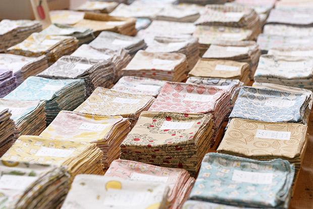 柔らかなインド綿と木版プリントのオリジナル布製品〈admi〉は札幌初出店。