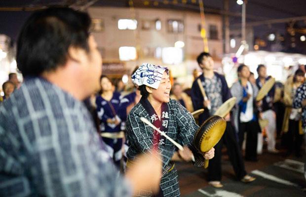 地域住民による組織「御会式連合会」とお寺が連携して営んでいる。(写真:鈴木竜一朗)
