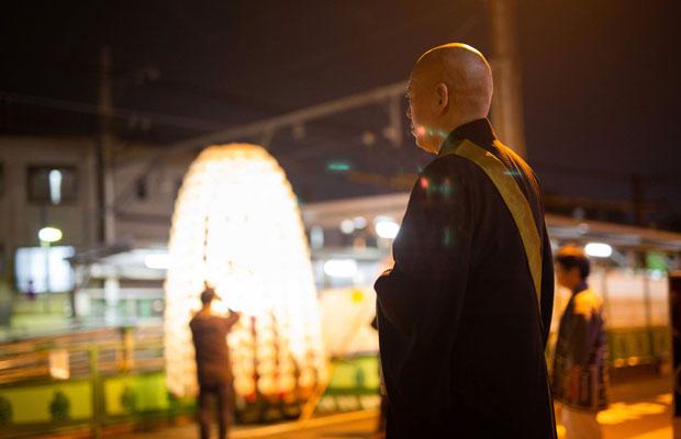 御会式で大切なのは「ともに歩くこと」だと語る、法明寺ご住職・近江正典さん。(写真:鈴木竜一朗)