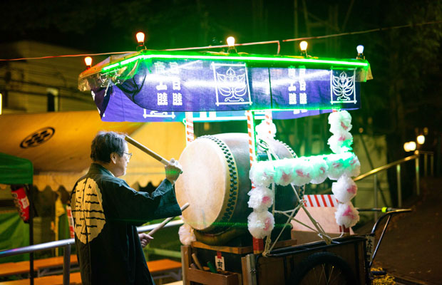 「Oeshiki Project Session」と題して、アーティストたちによるイベントを毎月開催している。(写真:鈴木竜一朗)