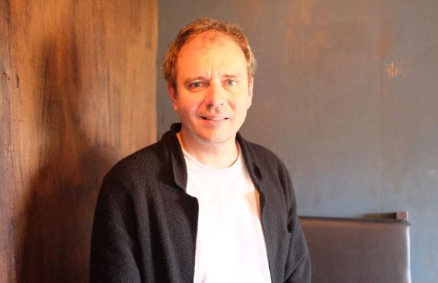 """ニコラ・ブラー(Nicolas Boulard)さん。1976年にランスで生まれ、現在は、パリ近郊のクラマールを拠点に活動。""""移動""""に興味を持ち、世界各地を訪ねている。"""