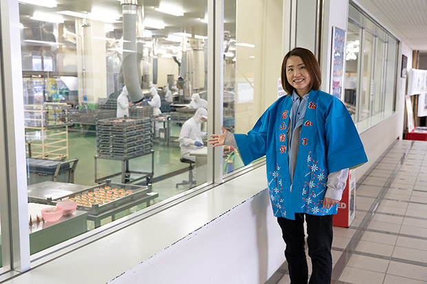 U-mei館では、かまぼこづくりをガラス越しに見学できる。
