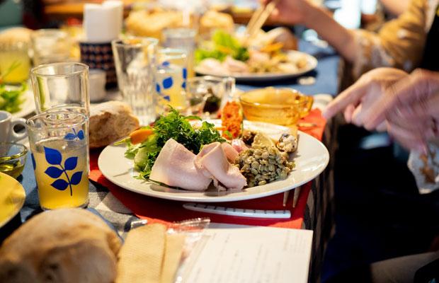 小豆島産の食材がたくさんつまったひと皿。