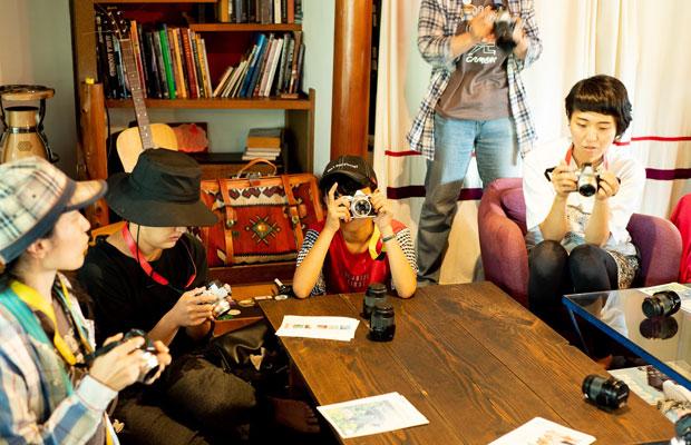 参加者の皆さんには毎回オリンパスのミラーレス一眼カメラを貸し出します。