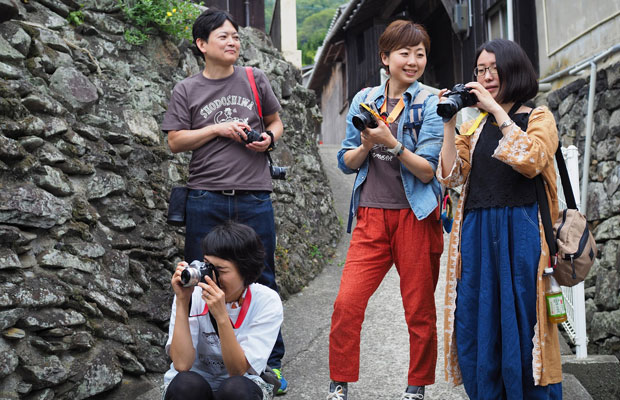 カメラを持って小豆島の集落の中を歩きます。