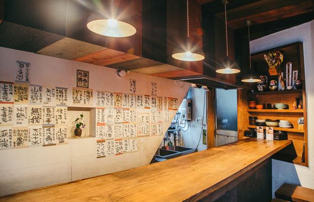 デザイン事務所時代の経験を生かして、DIYでつくったふくや大町店。