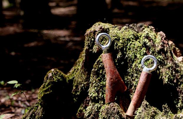 公園の森林整備で出たヒメシャラの枝で作るバードコール。形も音もさまざまで、製作したものは世界でひとつ。