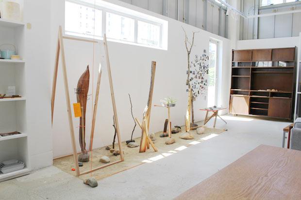 dot architects × graf〈石と木〉。第1弾として開催された展示の会場風景。(2019年4月)