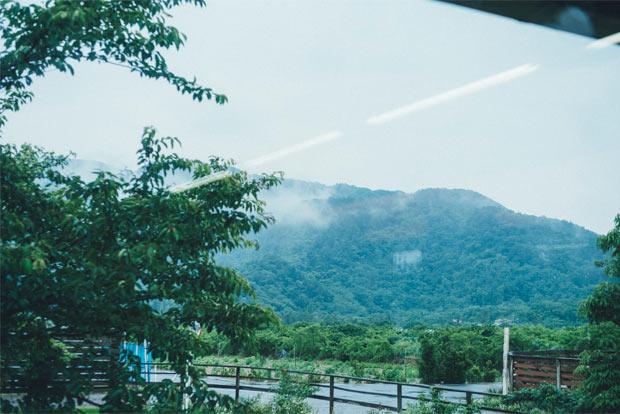 サロンから見える角田山