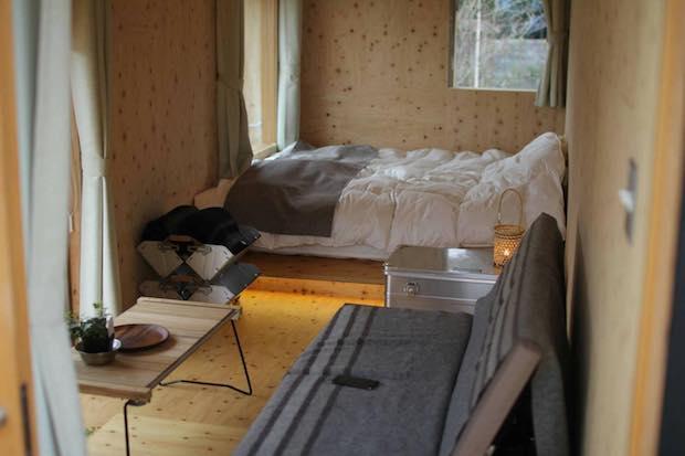 タープや家具、食器に至るまで  スノーピーク製品を使用。