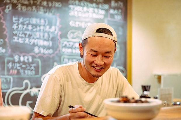 兵庫県出身。子どもの頃から「田舎の町内会」のようなコミュニティは慣れ親しんでいたという岩崎さん。