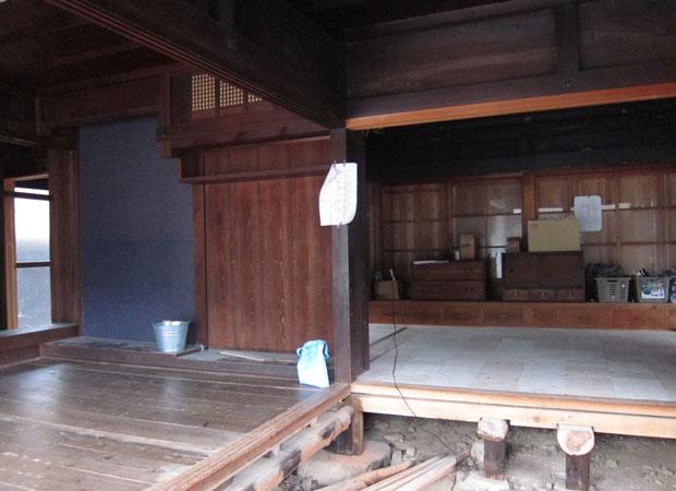 完成したふたつ目(右奥)と3つ目の床(左手前)。
