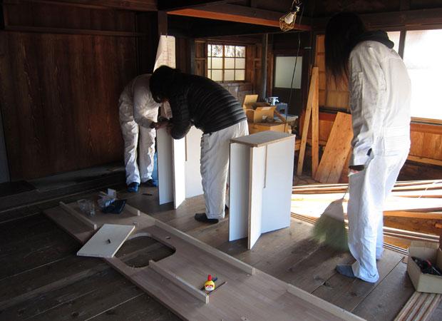 キッチンを施工する。