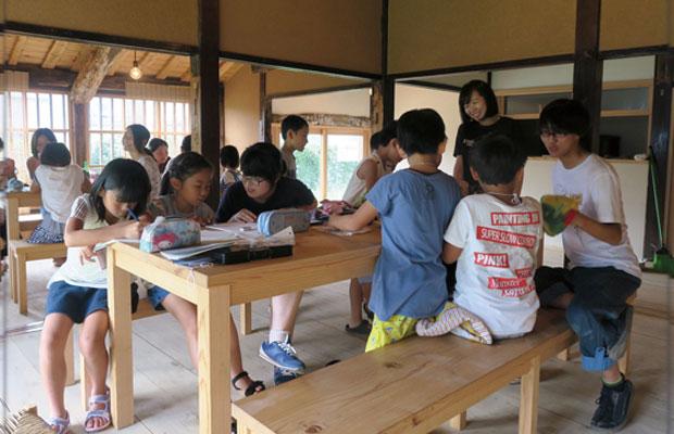 kitorasuでの有明高専の学生さんたちによる、地元小学生を対象にした「夏休み特別企画寺子屋」。