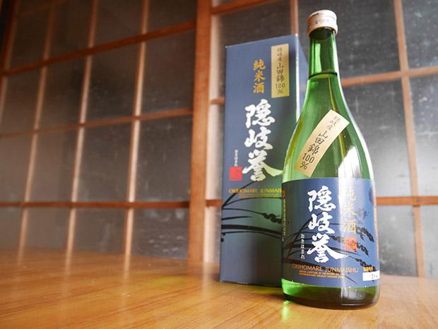 隠岐産のお米100%でつくられた〈隠岐誉 純米酒 山田錦〉。